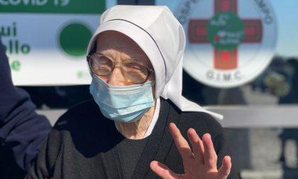 Alla Fiera di Bergamo vaccinata una suora di 103 anni