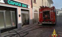 Incendio al bar, arrivano i Vigili del fuoco
