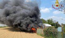 Furgone in fiamme in via Colombera, Vigili del fuoco in azione