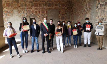 Borse di studio comunali, premiati sei studenti