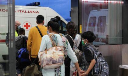 Atterranno a Orio dall'India, 134 passeggeri scortati dalla Cri nei Covid Hotel