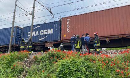Travolto dal treno merci sul ponte, c'è un morto. Linea ferma tra Romano e Treviglio