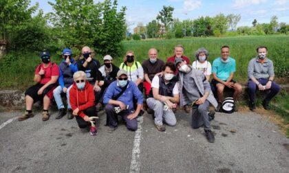 """Gli """"Angeli x Caravaggio"""" all'opera per ripulire la campagna in via Battisti"""