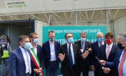 """L'annuncio del presidente Fontana: """"Da oggi la Lombardia ha numeri da zona bianca"""""""