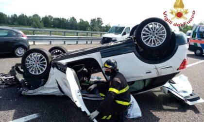 Perde il controllo dell'auto e si ribalta sulla Brebemi, 67enne in ospedale