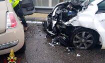 Schianto in via Quarenghi, tre feriti in ospedale