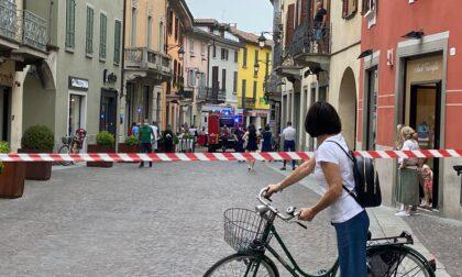 Fuga di gas, paura in pieno centro a Treviglio: le immagini