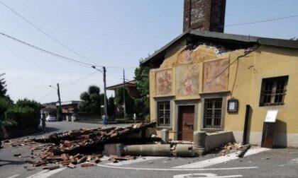 Tir sbaglia manovra e distrugge il portico di una chiesetta cinquecentesca