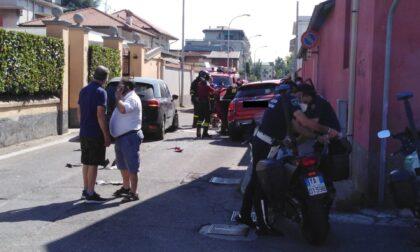 Non rispetta lo stop e centra un'auto in via Trieste