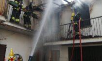 Incendio in centro, intervengono i vigili del fuoco