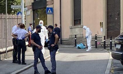 Omicidio di Bergamo: per l'accusa il 19enne è salito in casa a prendere il coltello