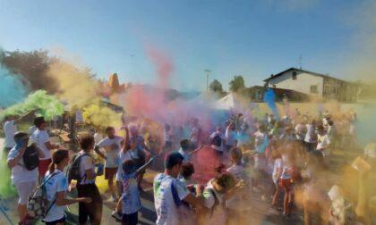 """La """"Holi run"""" colora le strade della città"""