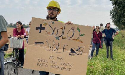 """""""No autostrada"""": Tura guida la camminata di Treviglio Aperta"""