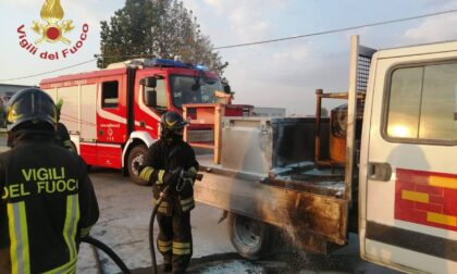 Furgone in fiamme a Fontanella