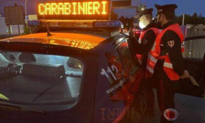 Lanciati in contromano in rotonda postano il video su Instagram, ma tra i followers ci sono... i Carabinieri