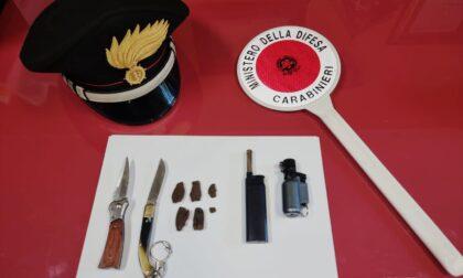 Droga e coltelli: arrestato in piazza