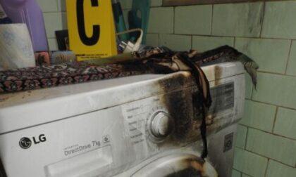 Getta benzina sui vestiti della moglie e tenta di darle fuoco